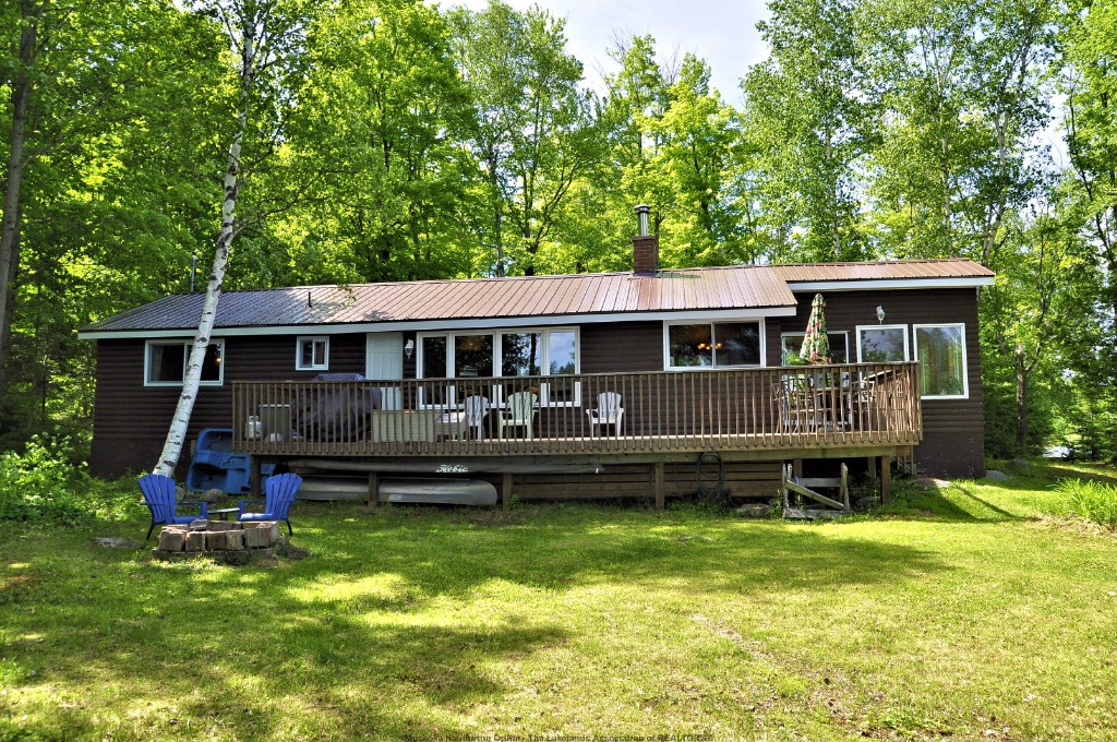 1005 FLINT TRAIL, Highlands East Ontario, Canada Located on Koshlong Lake