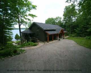 39 woodsview trail, Minett Ontario, Canada Located on Lake Rosseau