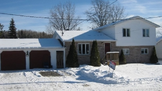 27 simon lake dr, Naughton Ontario, Canada Located on Simon Lake