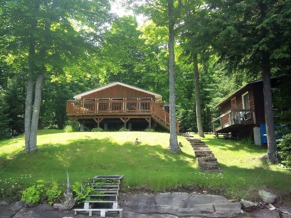 49 CURLEW LANE, North Kawartha Ontario, Canada Located on Chandos Lake