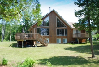 50 CHESAPEAKE TRAIL, North Kawartha Ontario, Canada Located on Chandos Lake
