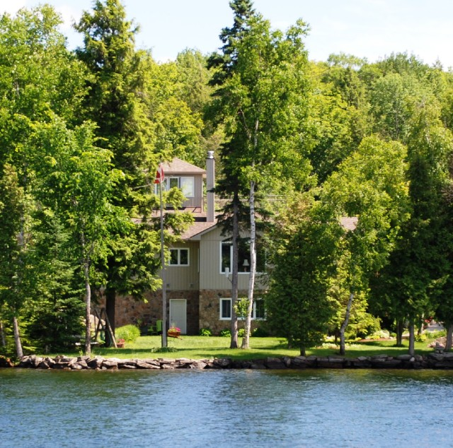62 MCDONALD LANE, North Kawartha Ontario, Canada Located on Chandos Lake