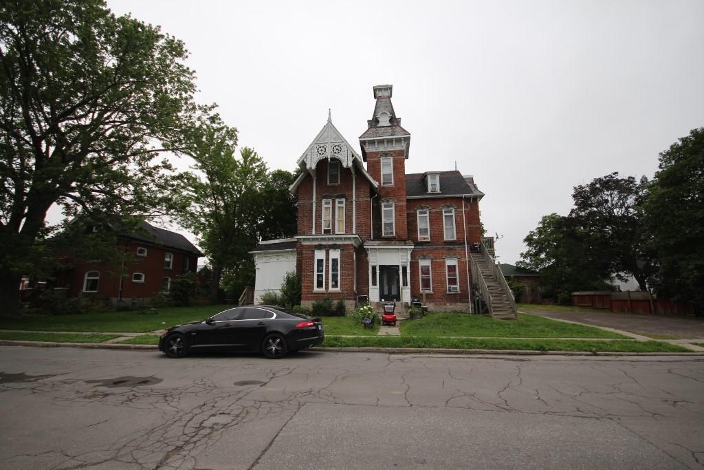 41-43 queen st, Quinte West Ontario, Canada