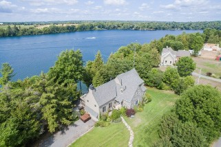 1173 byrne point rd, Howe Island Ontario, Canada Located on St. Lawrence River