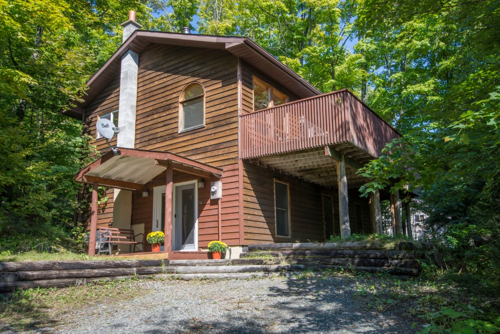 1115 LONG LAKE RD, Haliburton Ontario, Canada