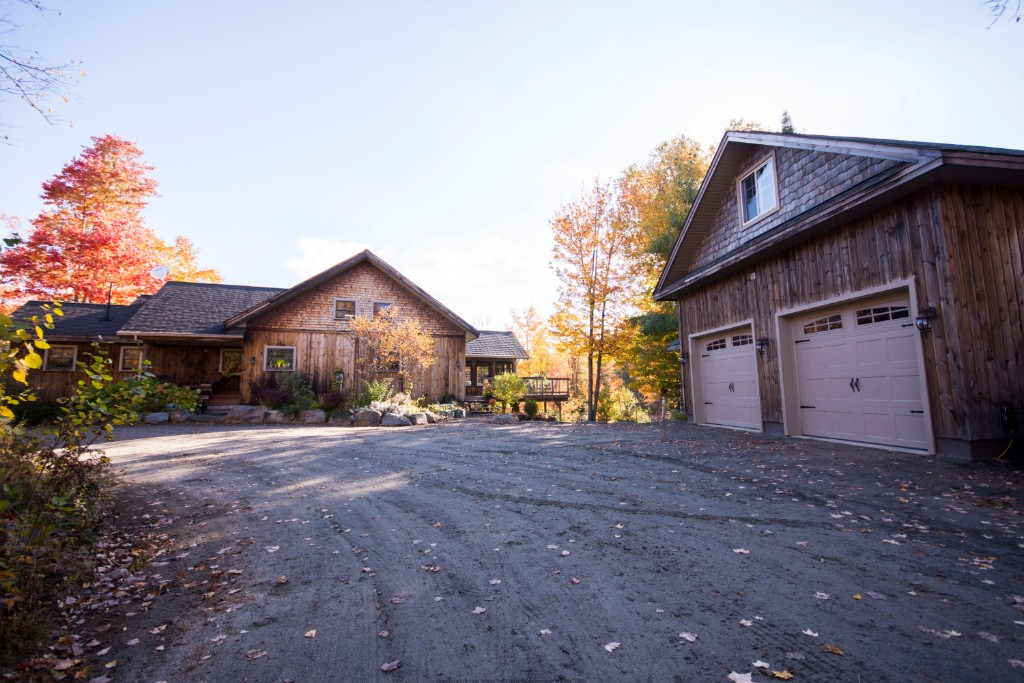 1409 INDIAN POINT RD, Haliburton Ontario, Canada