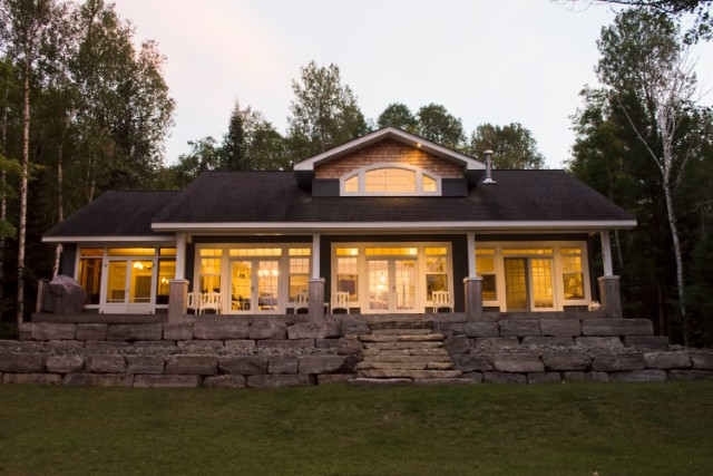 1009 ACORN TRAIL, Haliburton Ontario, Canada Located on Haliburton Lake