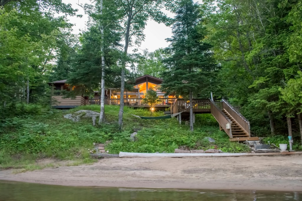 1128 APPLE DR, Gooderham Ontario, Canada Located on Gooderham Lake