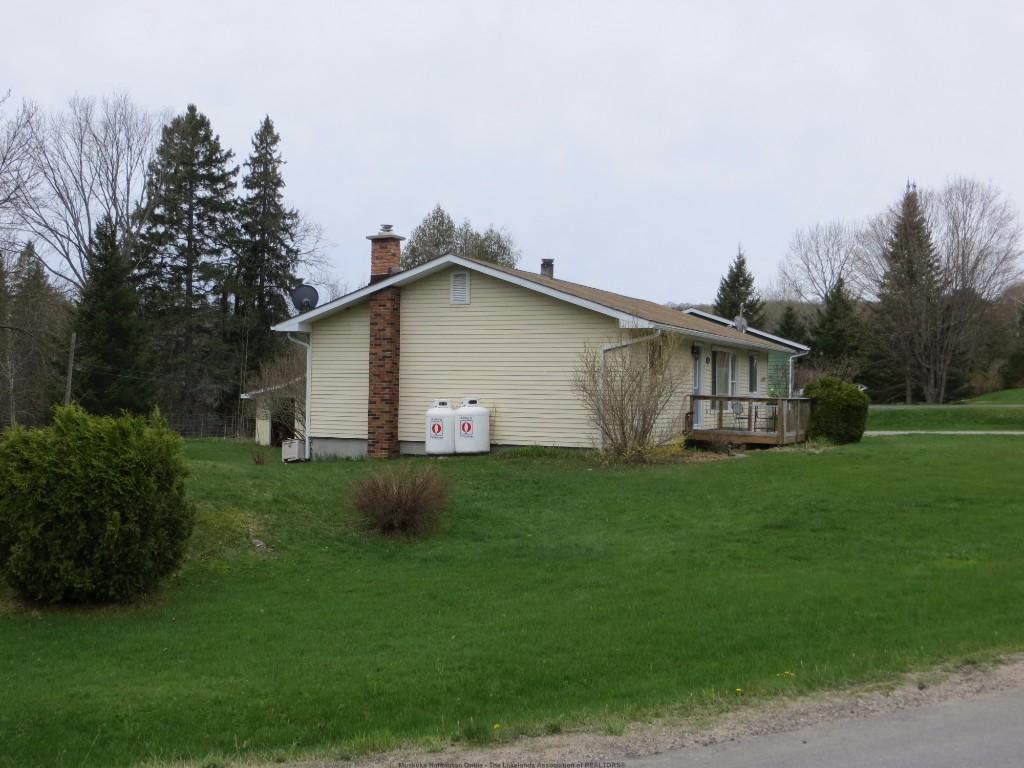 52 HARMONY RD, Haliburton Ontario, Canada
