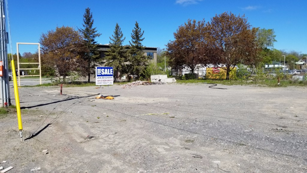 2 dundas (belleville) st west, Belleville Ontario, Canada