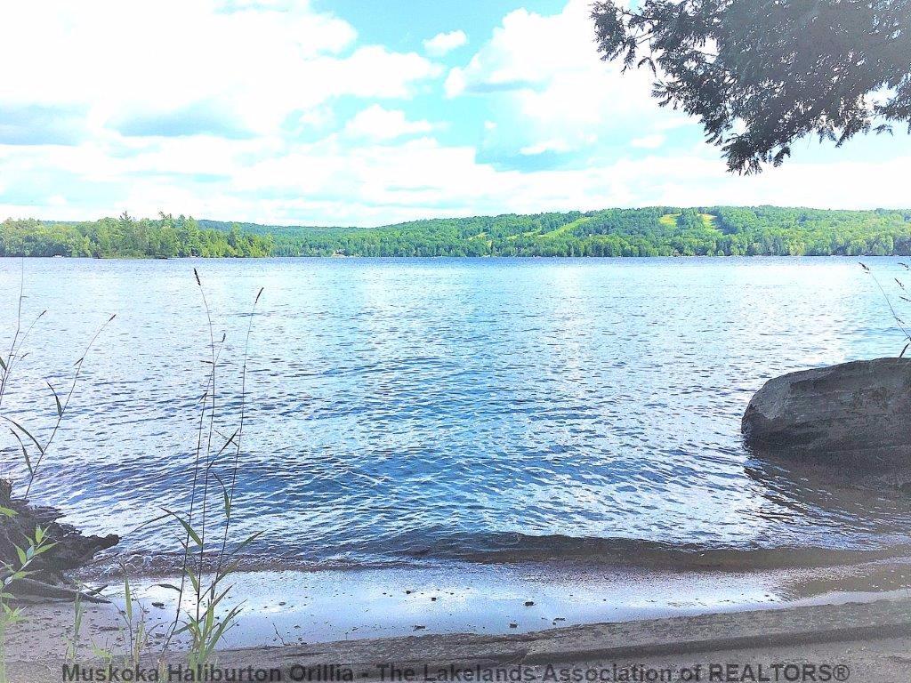 HALIBURTON LAKE RD, Haliburton Ontario, Canada