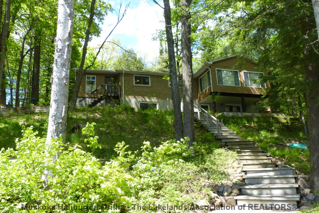 1015 bayview point rd, Dwight Ontario, Canada Located on Lake of Bays