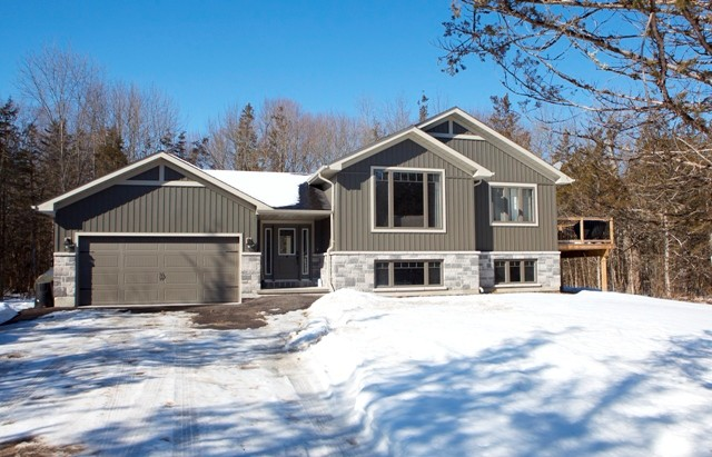234 hillside dr, Campbellford Ontario, Canada Located on Trent River
