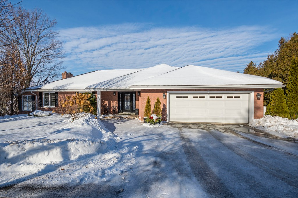 342 old orchard rd,  ,  Located on Bay of Quinte