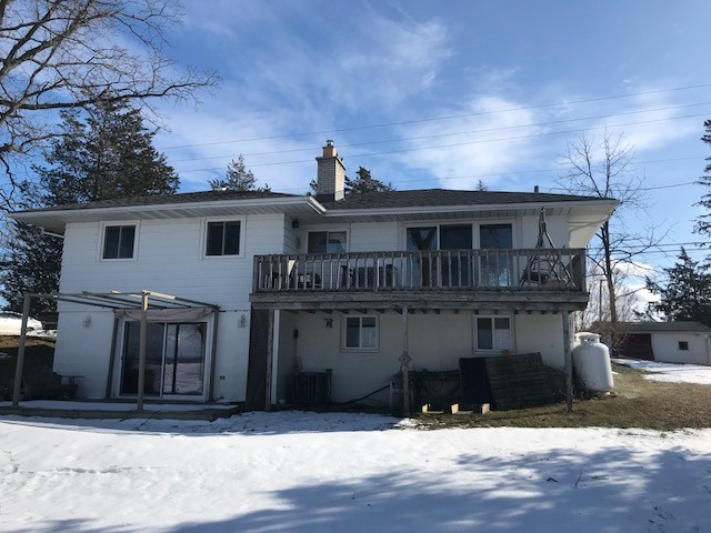 21c peats point rd, Prince Edward County Ontario, Canada Located on Bay of Quinte