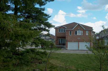 14 batteaux st, Barrie Ontario, Canada