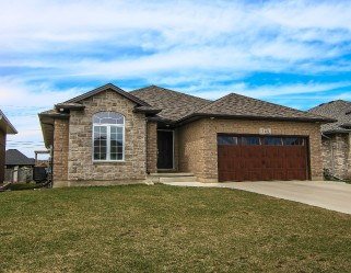 705 FOREST HILL CRT, Sarnia, Ontario, Canada
