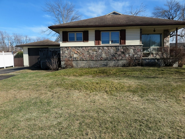 463 McAuley Rd., Prescott Ontario, Canada Located on St. Lawrence River