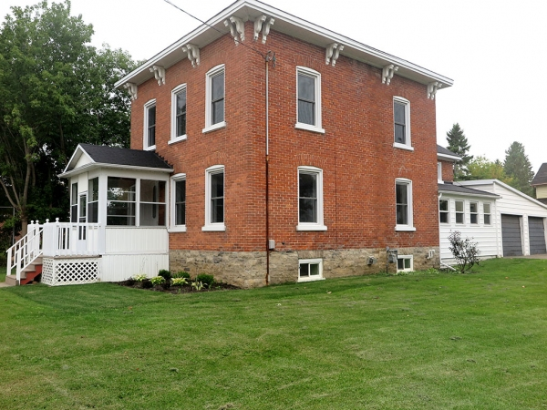 406 Jessup St., Prescott Ontario, Canada Located on St. Lawrence River