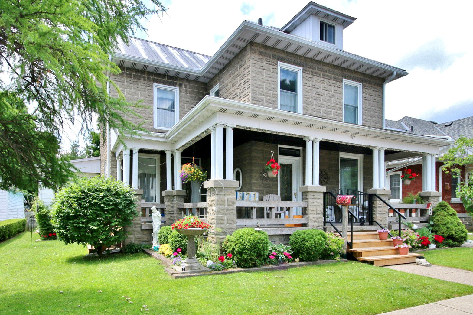 571 Ann St., Prescott Ontario, Canada Located on St. Lawrence River