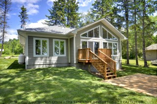 1059 maplehurst dr, Lake of Bays Ontario, Canada Located on Peninsula Lake