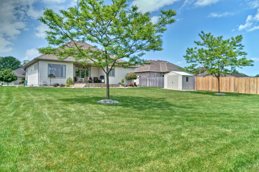 6918 elizabeth way, Plympton-Wyoming Ontario, Canada