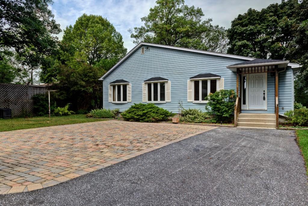 2060 lakeshore rd, Sarnia Ontario, Canada
