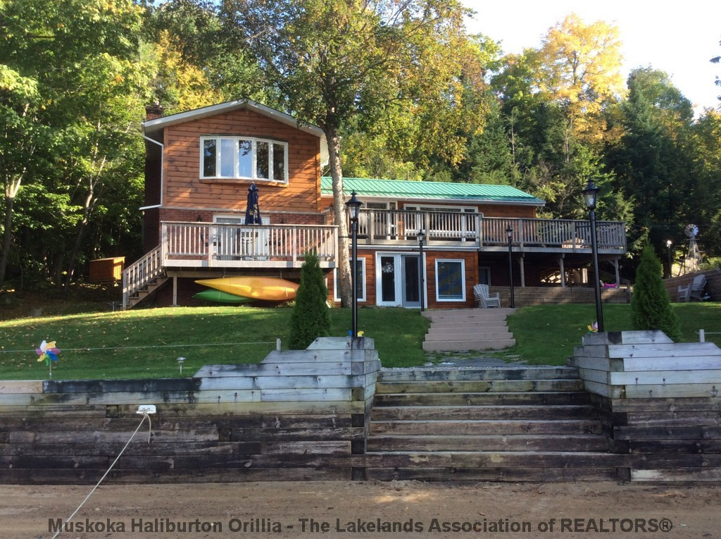 1023 GENTLE BREEZE LANE, Haliburton Ontario, Canada Located on Kennisis Lake