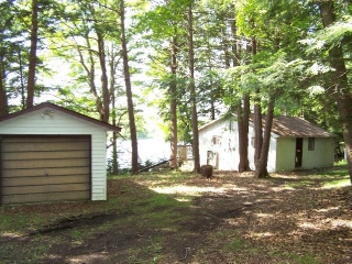 1061a cousins lane, South Frontenac Ontario, Canada Located on Spring Lake
