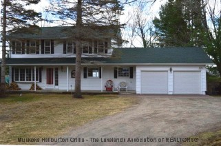 6212 HALIBURTON LAKE RD, Haliburton Ontario, Canada Located on Haliburton Lake