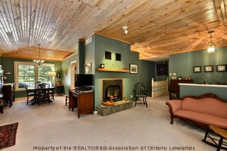 1420 LIMBERLOST RD, Huntsville Ontario, Canada Located on Pell Lake