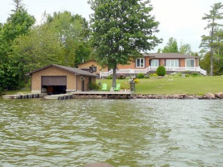 4 alfred rd, Verner Ontario, Canada Located on Lake Nipissing