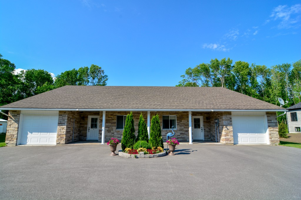 21568 loyalist parkway (highway 33) other  a & b, Carrying Place Ontario, Canada