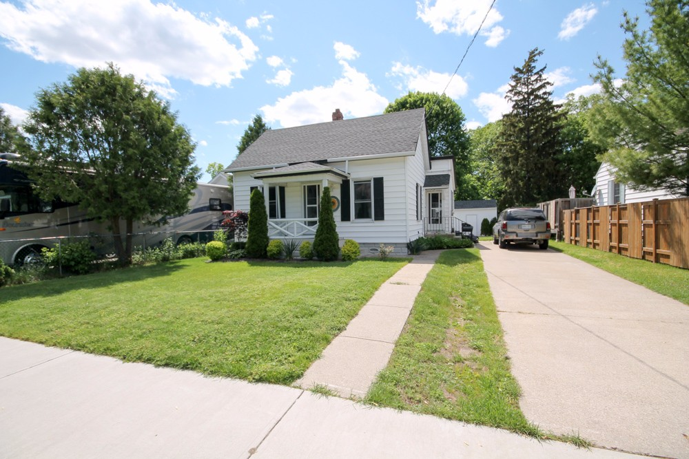 1163 mathews ave, Sarnia Ontario, Canada