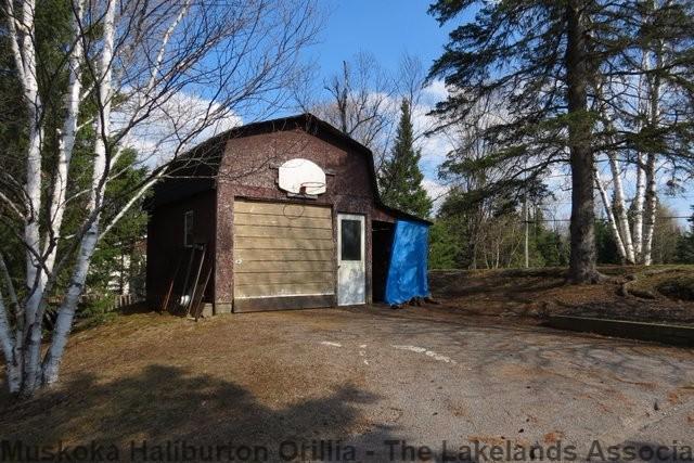 1240 DONROY RD, Gooderham Ontario, Canada