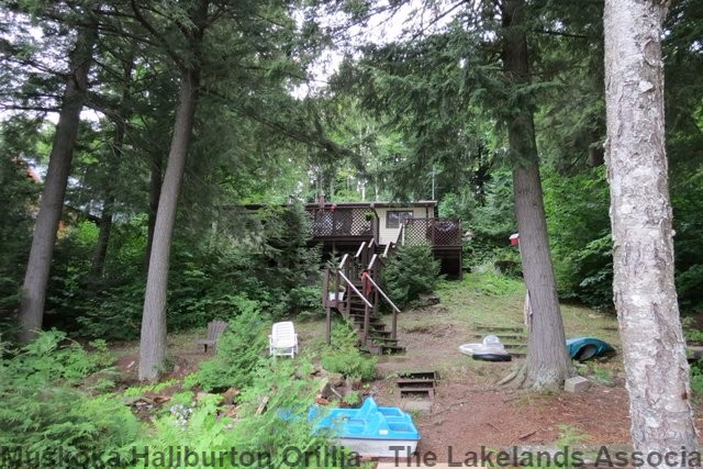1097 CORYLUS LANE, Harcourt Ontario, Canada Located on Allen Lake