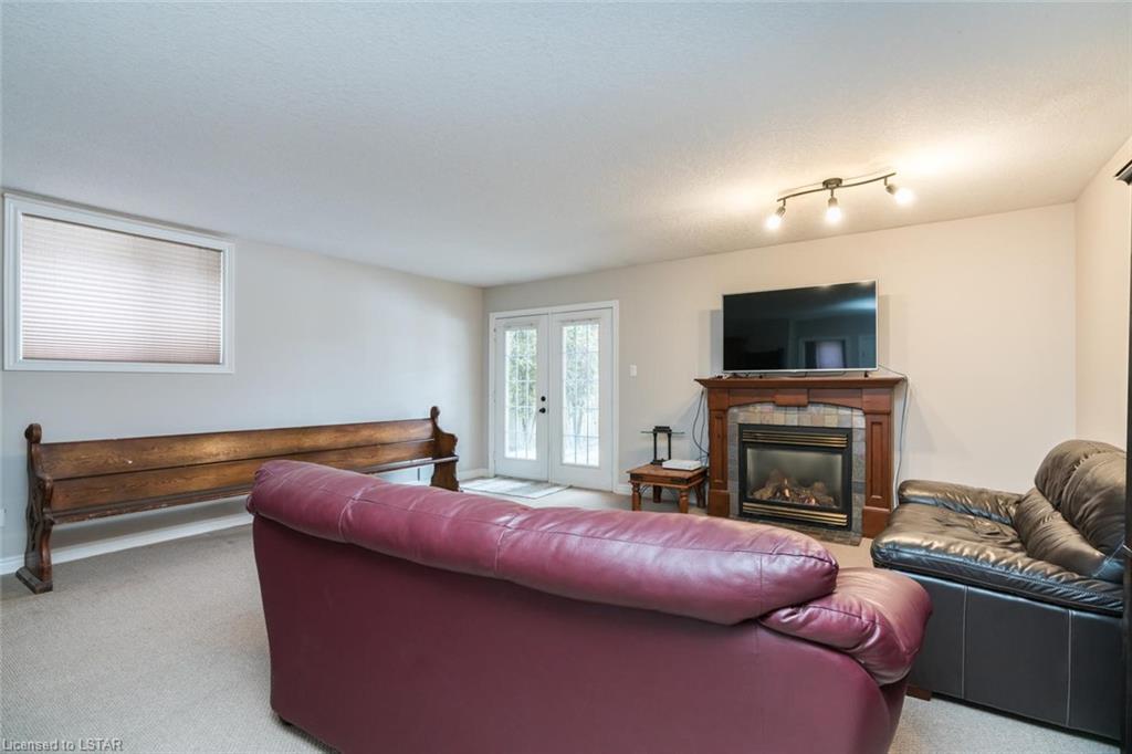 15 OAKWOOD Court, St. Marys, Ontario (ID 250490)