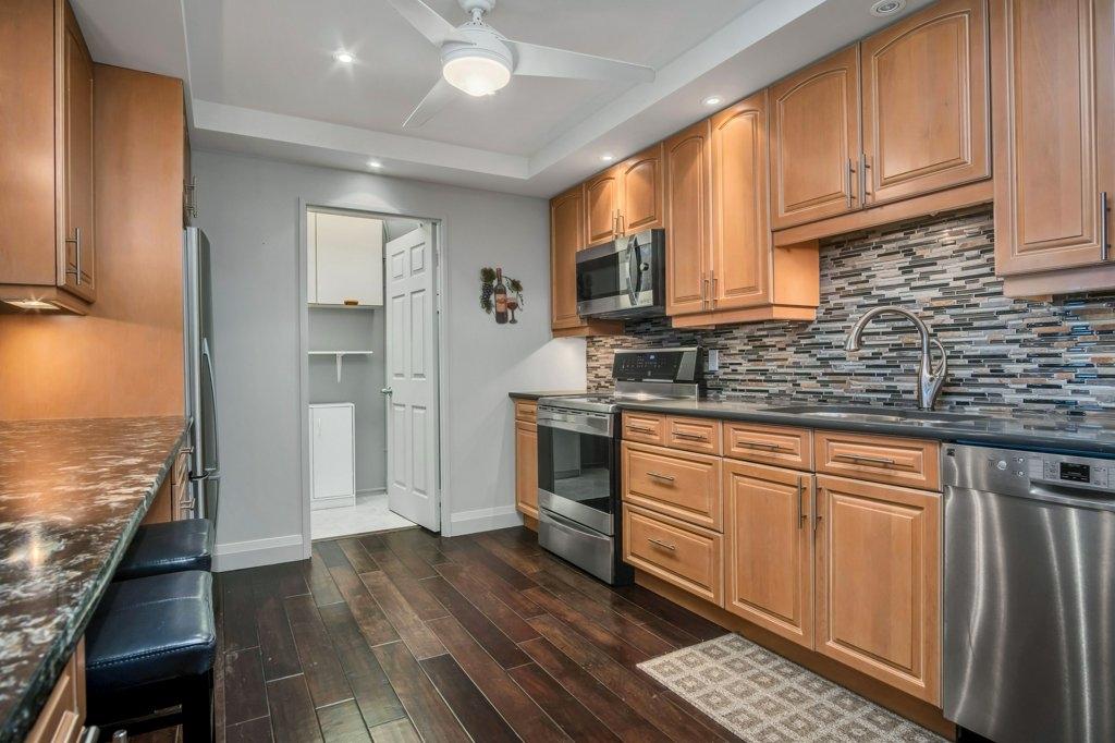 Unit# 1402 1000 King Street W, Kingston, Ontario (ID K20002335)