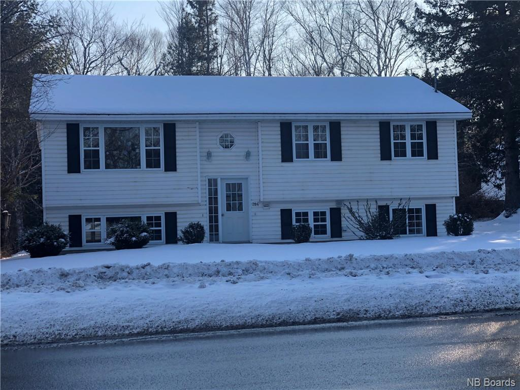 284 Greenwood Drive, Fredericton, New Brunswick (ID NB038928)
