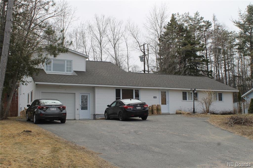 10 Robin Drive, Fredericton, New Brunswick (ID NB038968)
