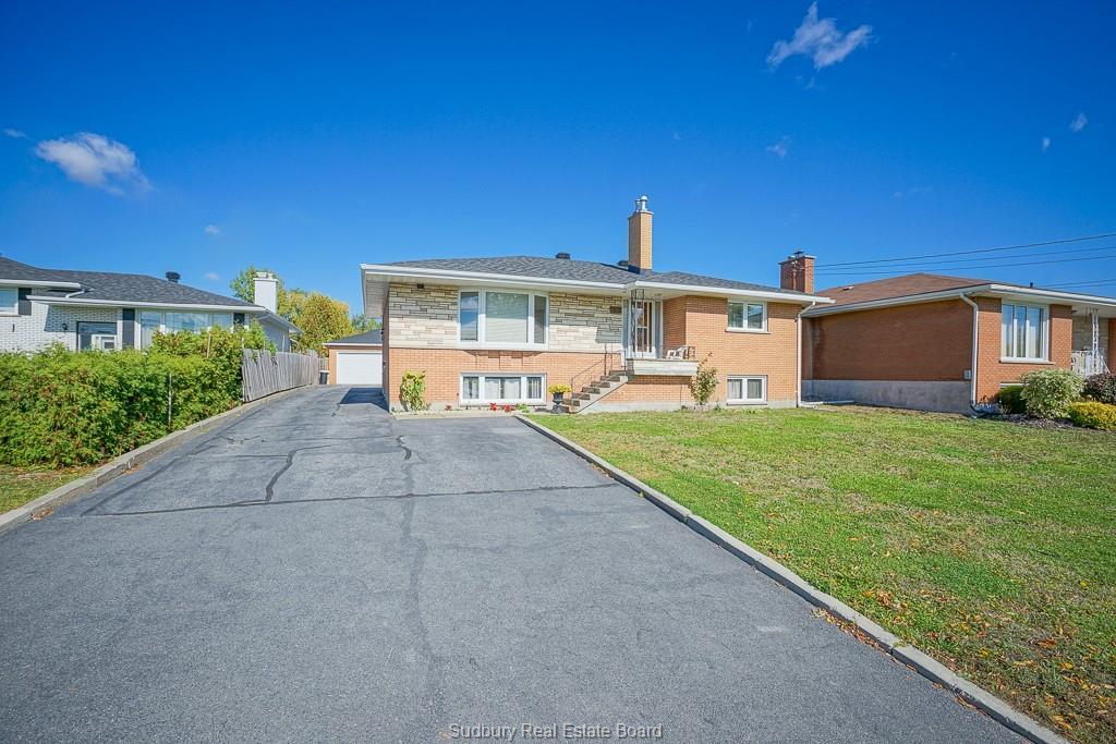 930 Robinson, Sudbury, Ontario (ID 2081976)