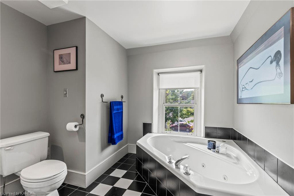 23 EARL Street, Kingston, Ontario (ID 40138155)