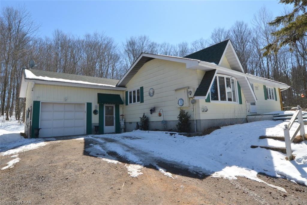 55 LEAN Drive, Apsley, Ontario (ID 114032)
