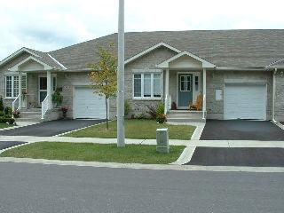 82 ELLESMERE AVE, Kingston, Ontario (ID 09606884)