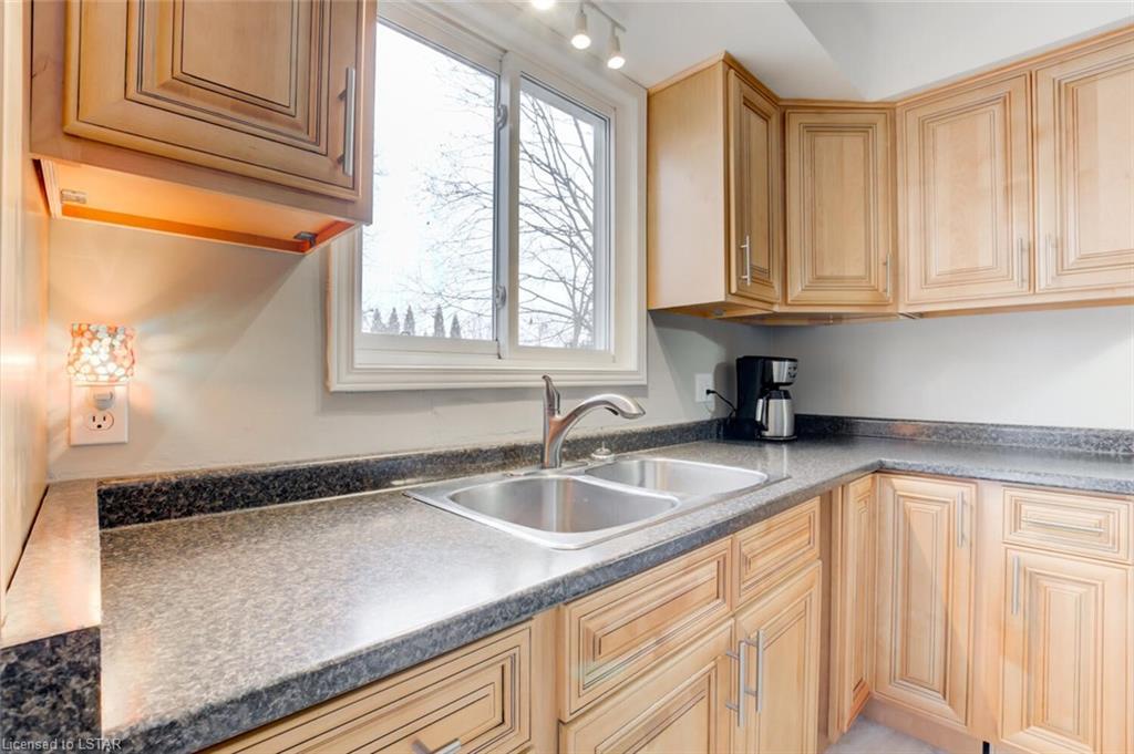77 QUEEN Street, Strathroy, Ontario (ID 40045361)