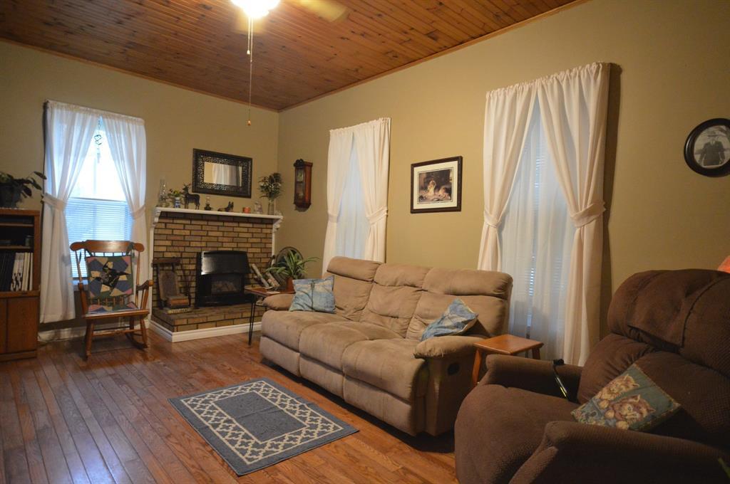 558 NIAGARA Street, Plympton-wyoming, Ontario (ID 21012644)