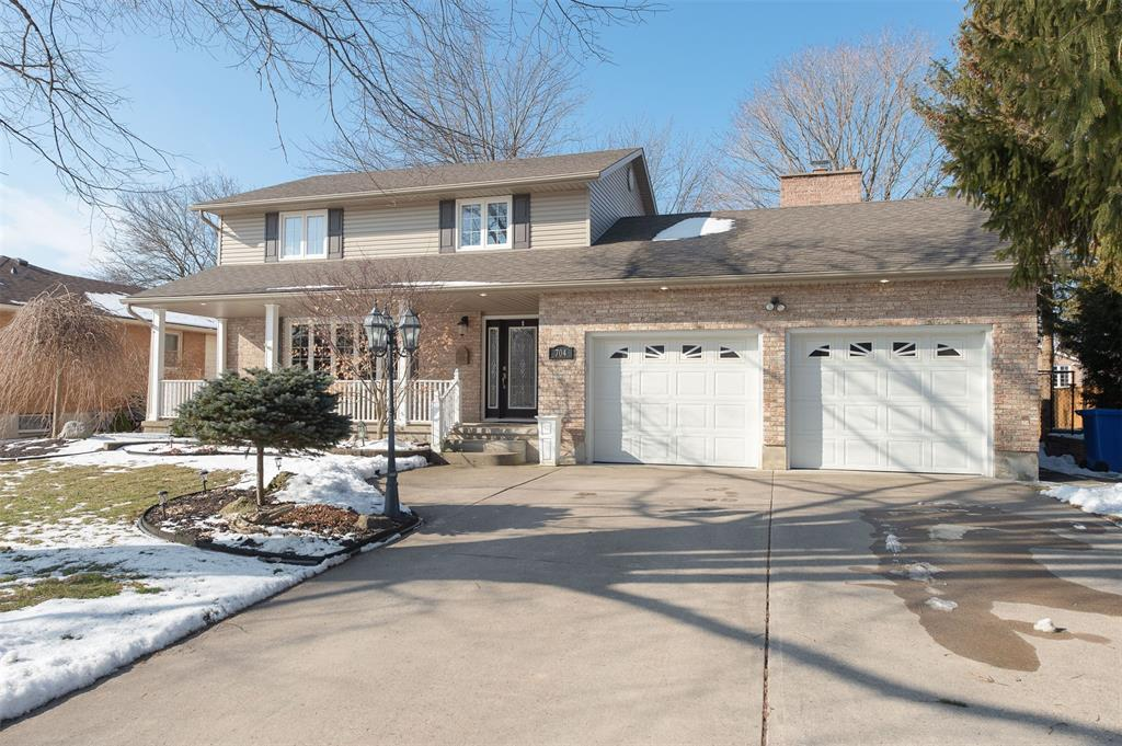 704 CENTENNIAL Street, Plympton-wyoming, Ontario (ID 20001816)