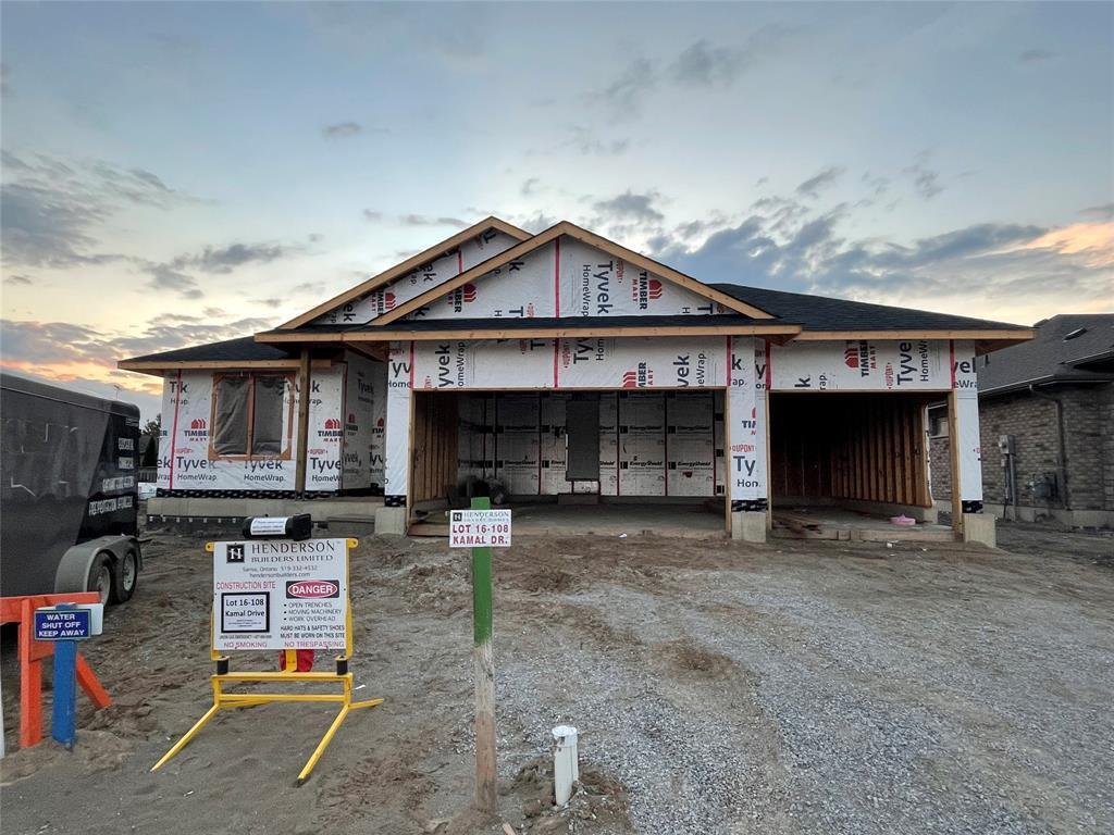 108 KAMAL Drive, Sarnia, Ontario (ID 21020001)