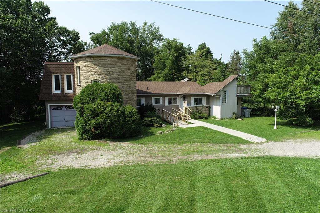 Lake Valley Grove, Lambton Shores, Ontario