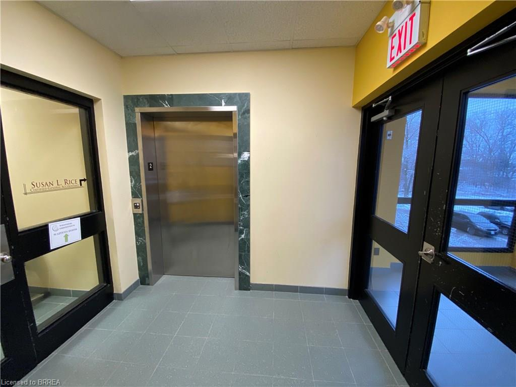 B200 325 West Street, Brantford, Ontario (ID 30778225)